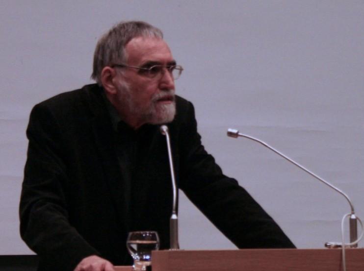 Hans-Dieter Mutschler sieht die Beweislast gerecht auf Naturalismus und Theismus verteilt.