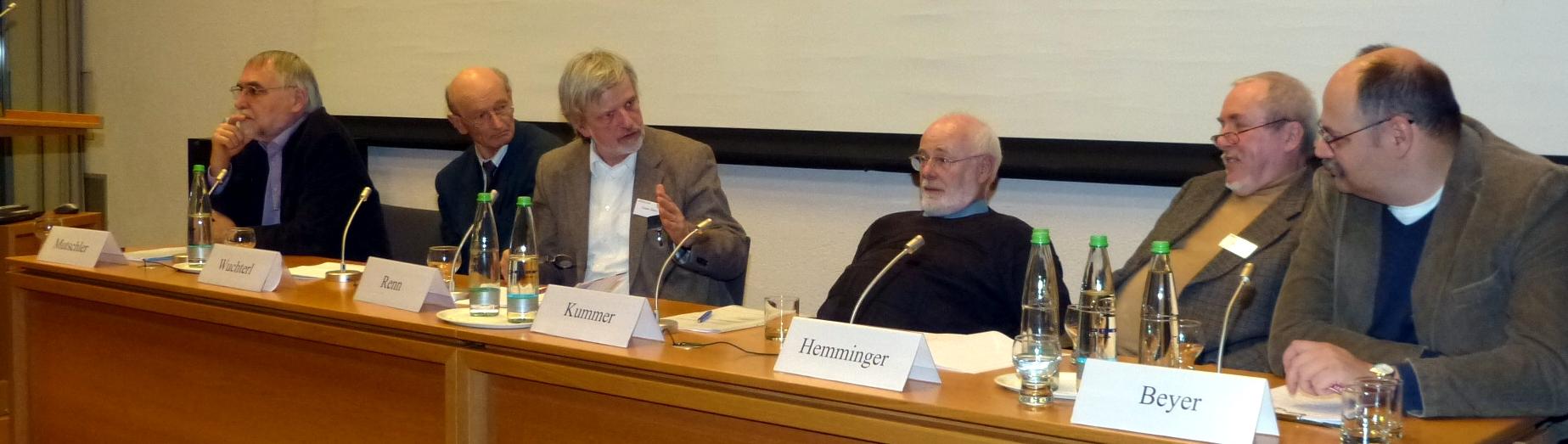 Gibt es Ziele in der Natur? Pro- und Antagonisten Prof. Dr. Hans-Dieter Mutschler, Prof. Dr. Kurt Wuchterl, Prof. Dr. Ortwin Renn (Moderation), Prof. Dr. Christian Kummer SJ, Dr. habil. Hansjörg Hemminger, Prof. Dr. Andreas Beyer (v.l.n.r.)