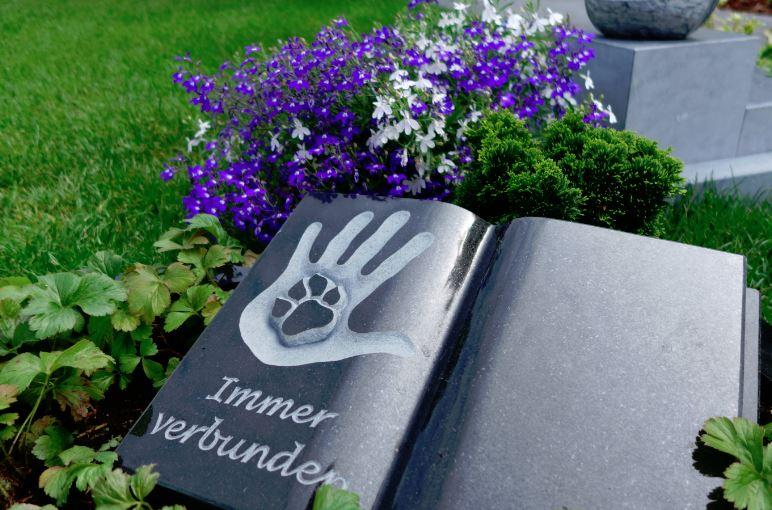 """Foto mit freundlicher Genehmigung des Friedhofs """"Unser Hafen"""" in Essen-Frintrop (Rainer W. Seck)"""