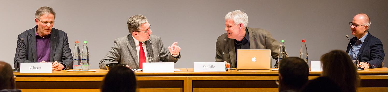 Podium mit Gerhard Glaser, Heinz-Hermann Peitz (Moderation), Johannes Steidle, Karl-Heinz Lieber (v.l.n.r.)